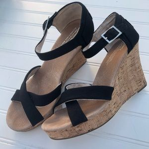 Tom's Wedges - Size 8